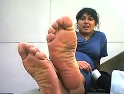 Indian Latitudinarian Shows Off Her Feet Outside