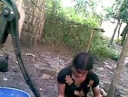 Bangla desi insolent village friend-Nupur rinsing outdoor